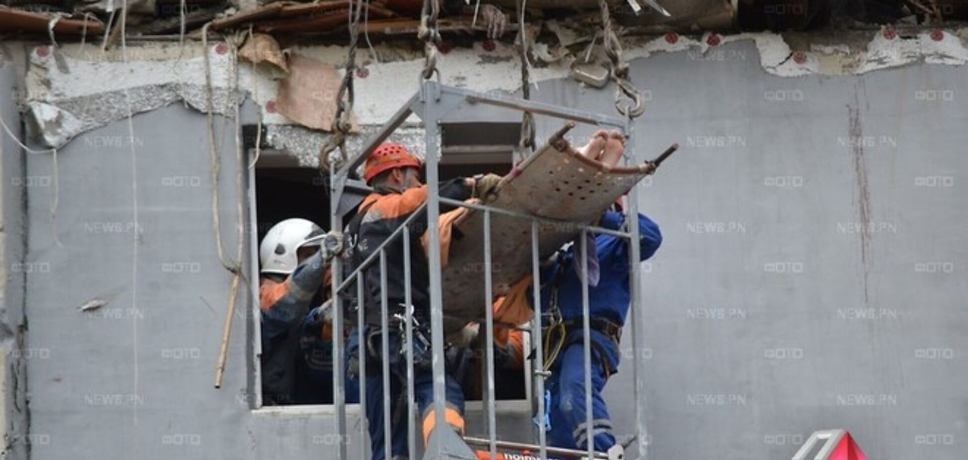 В Николаеве достали из-под завалов взорвавшейся многоэтажки жену 'самоубийцы'