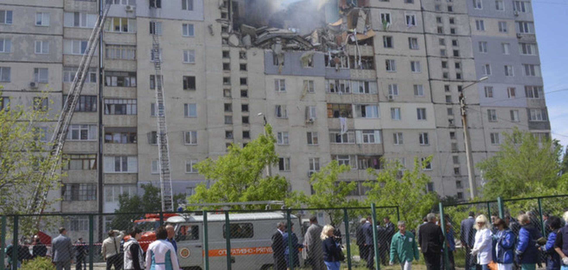 Под завалами дома в Николаеве остаются две девушки