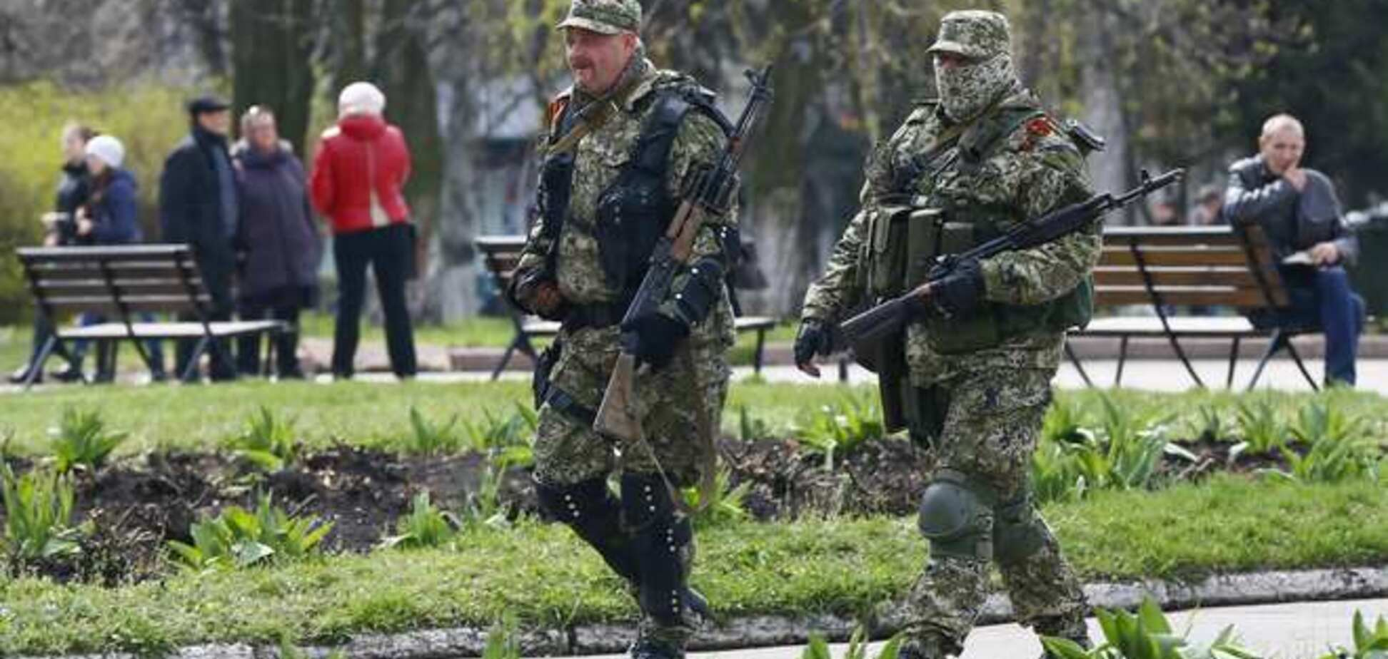 Беспредел террористов: в Луганске прямо на улице боевики отбирают авто у граждан