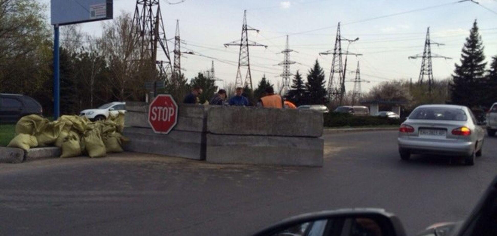 В Донецке пособники террористов возвели новый блокпост