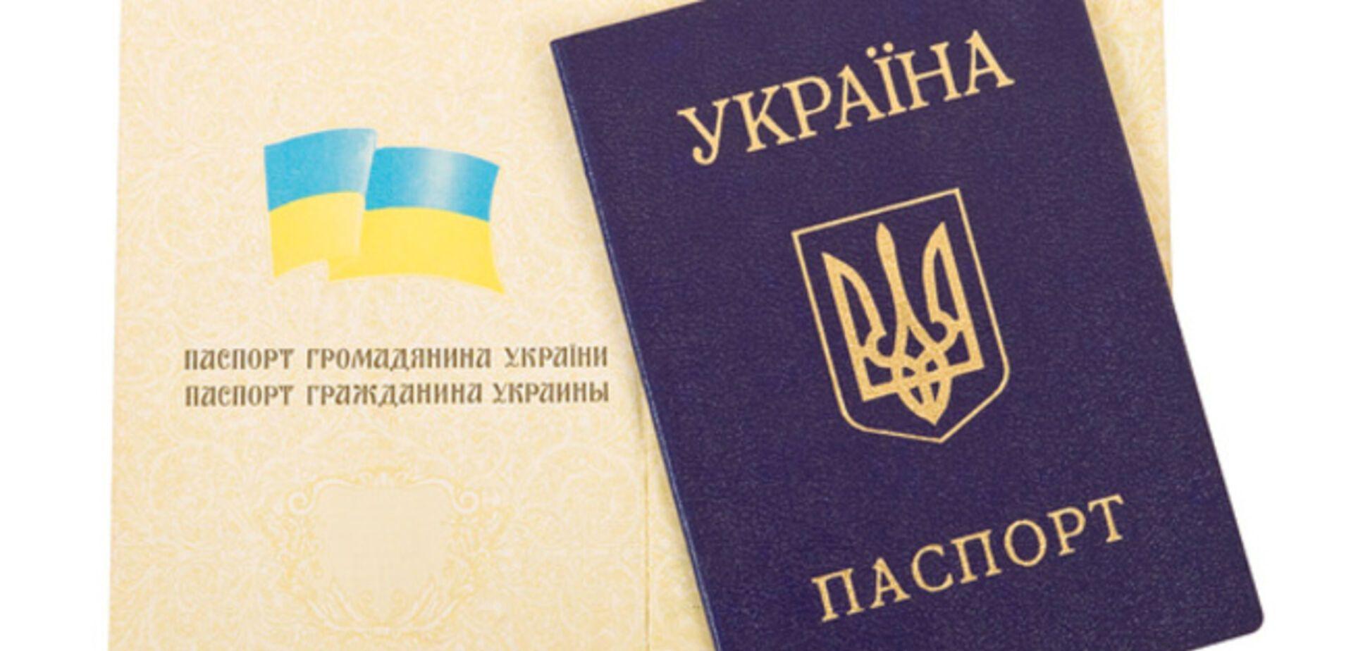 Оккупанты могут притянуть к уголовной ответственности крымчан, оставивших украинский паспорт