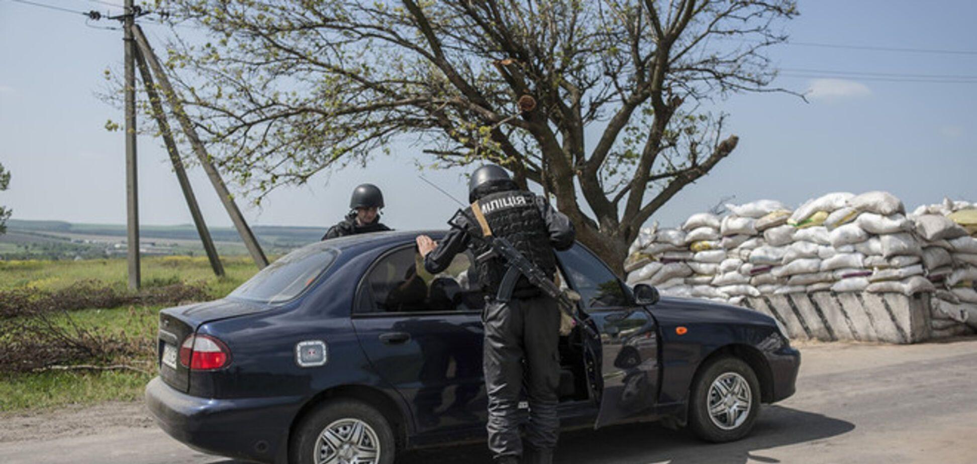 В Мариуполе обстреляли блокпост Нацгвардии: под пули попали журналисты