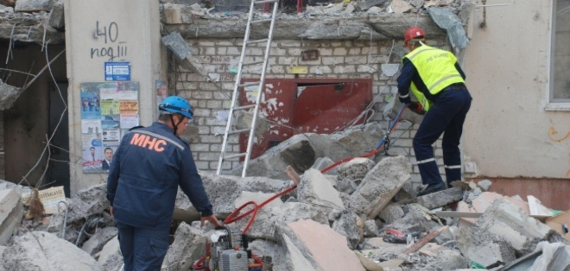 В Николаеве спасатели вытащили четвертую жертву взрыва жилого дома и нашли тело девушки