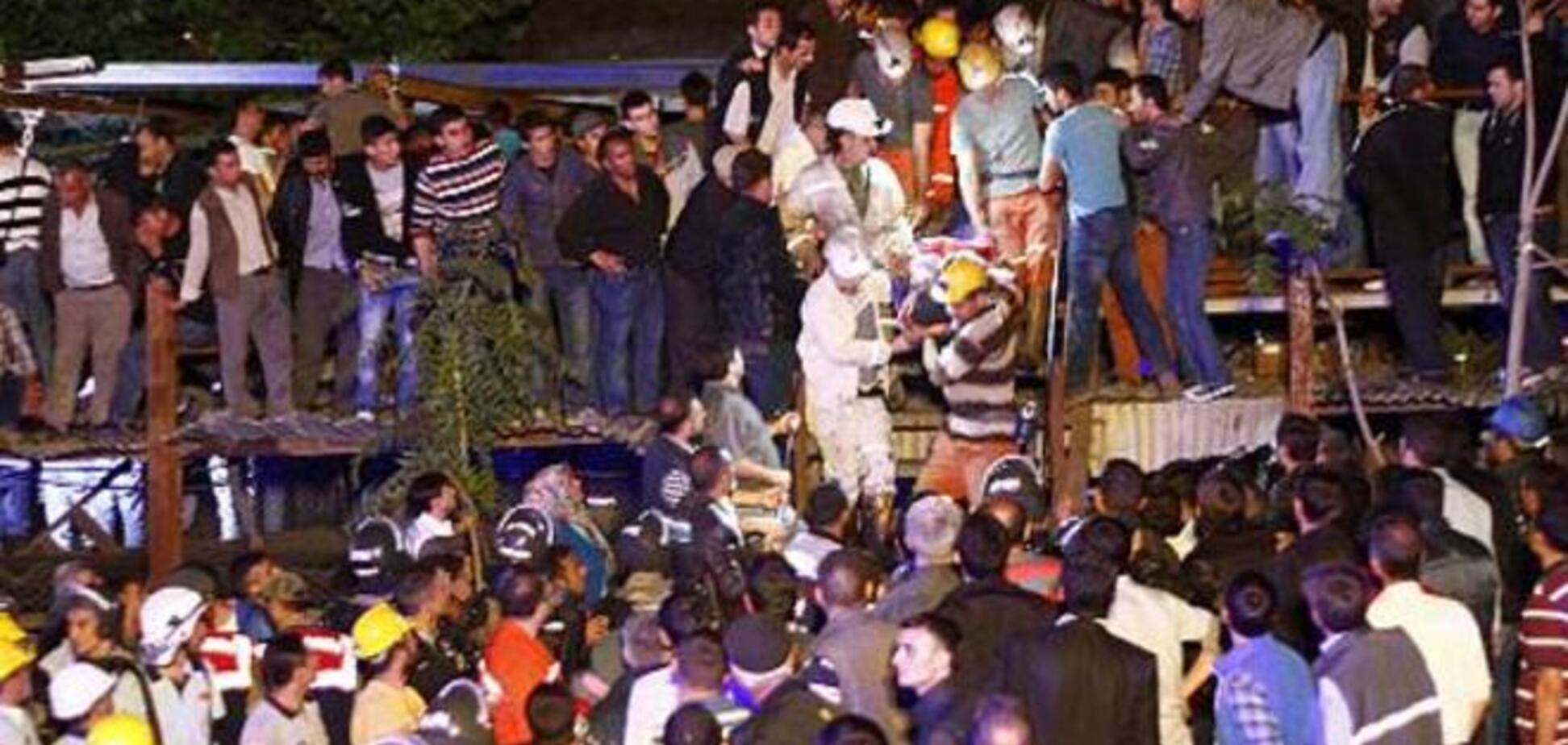 Полиция Турции разгоняет протестующих шахтеров слезоточивым газом и водометами