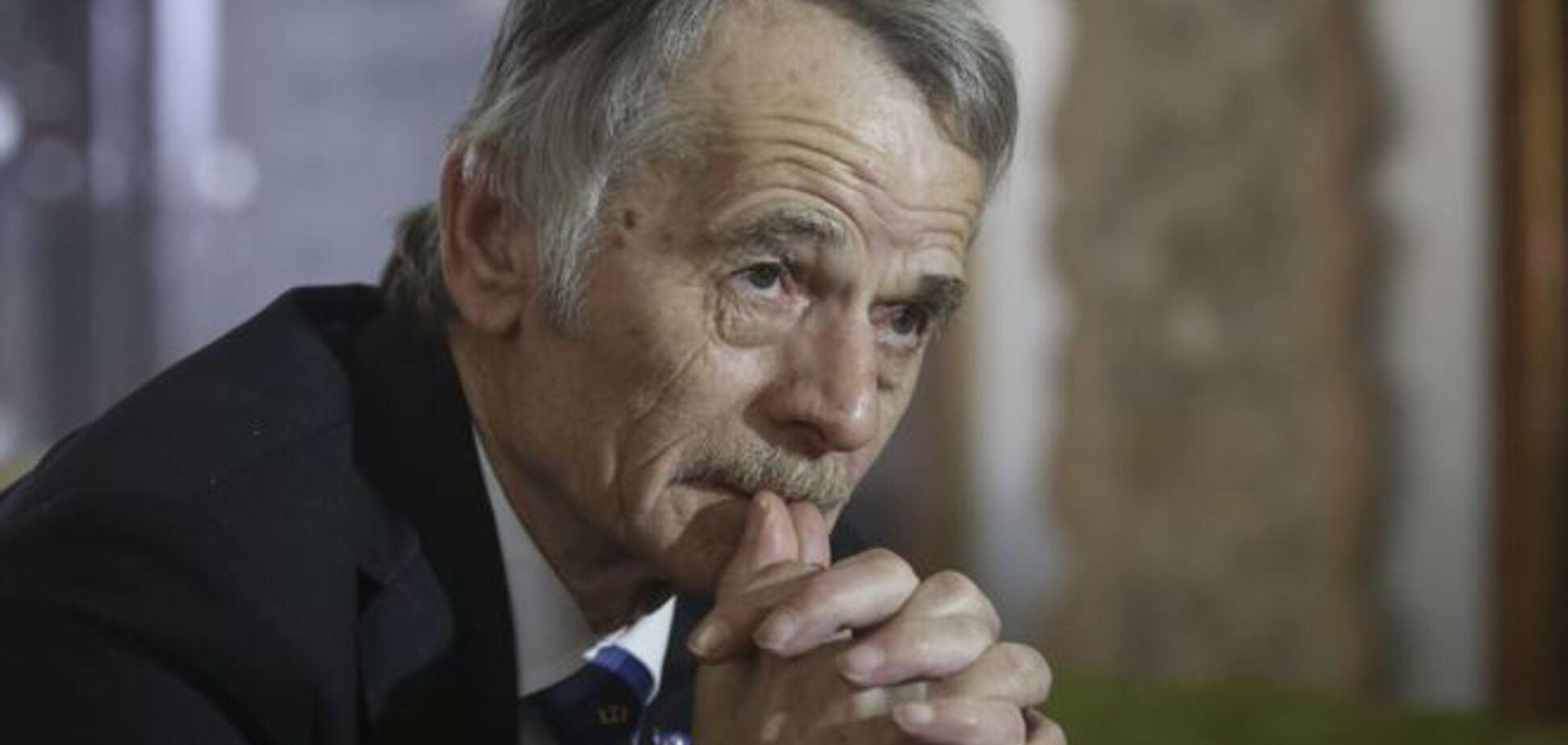 Джемилев: Россия свозит в аннексированный Крым автозаки и ОМОН