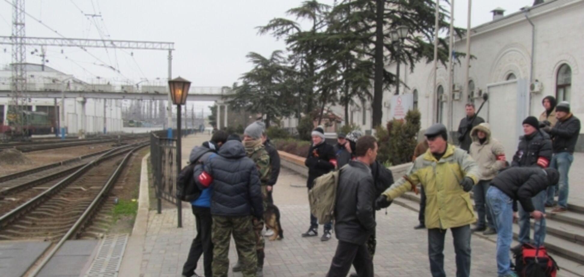 Обыскивать дом крымских татар в Крыму пришли 15 человек без документов