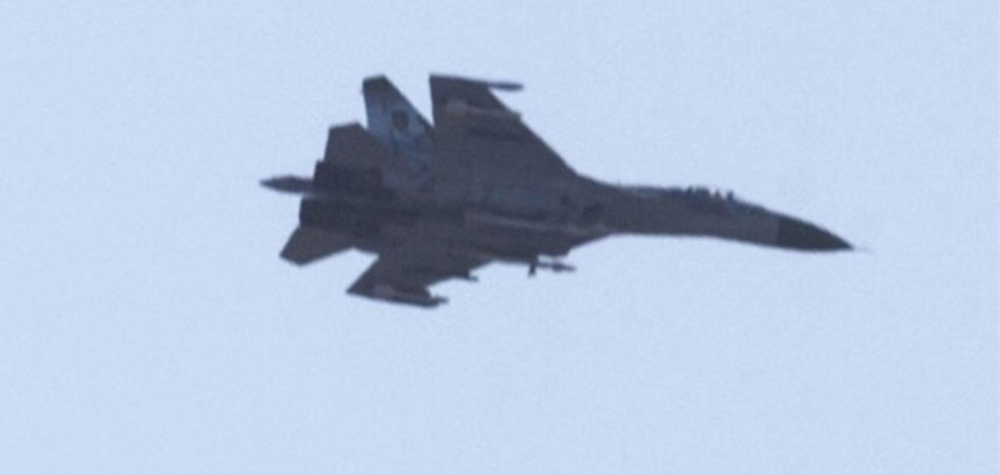 Над Горловкой кружит истребитель Су-27: местные жители в панике