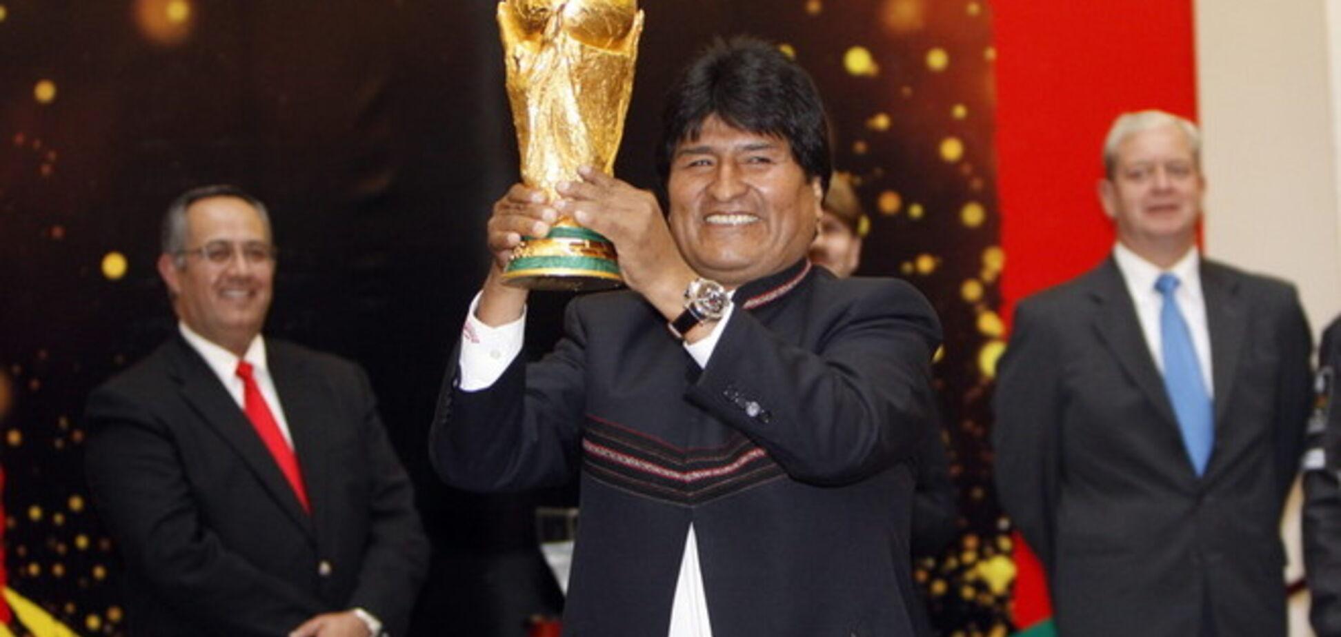 Президент Боливии Моралес подписал контракт с футбольным клубом