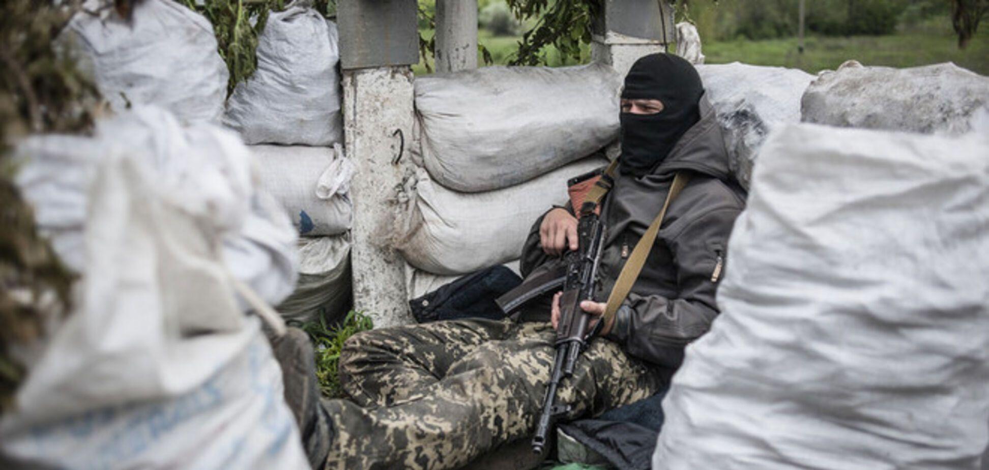 Террористы на востоке стреляют даже в медиков – Минобороны