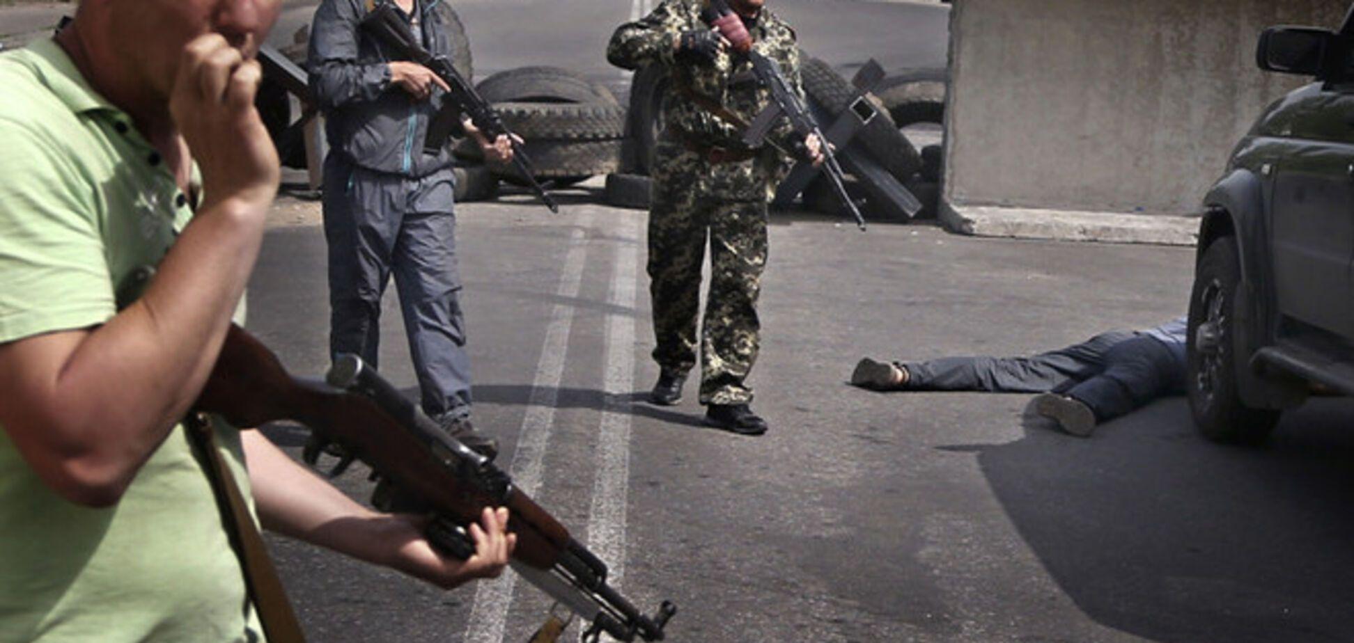 Террористы обстреляли вертолет в Донецке