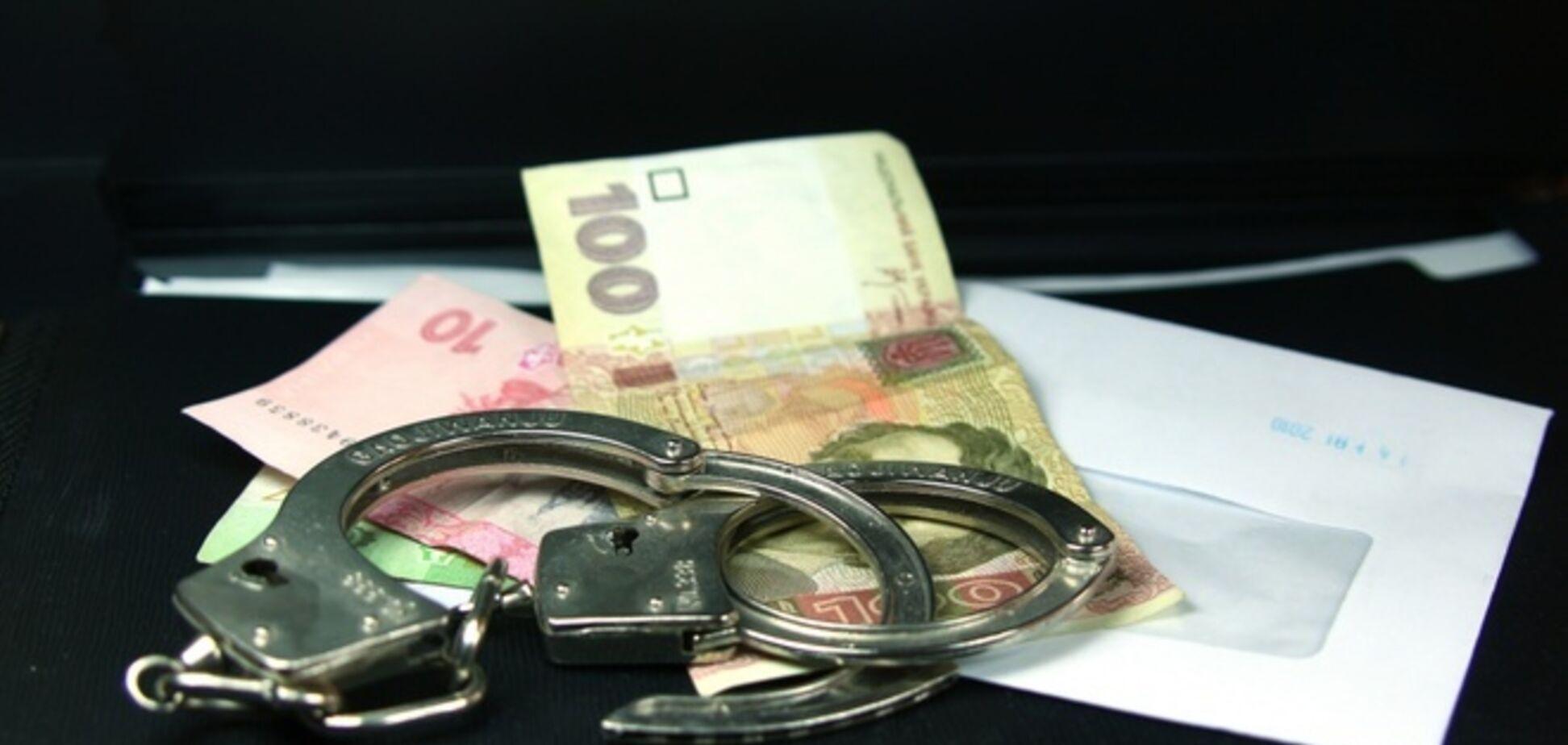 Чиновник Дарницкой РГА попался на взятке