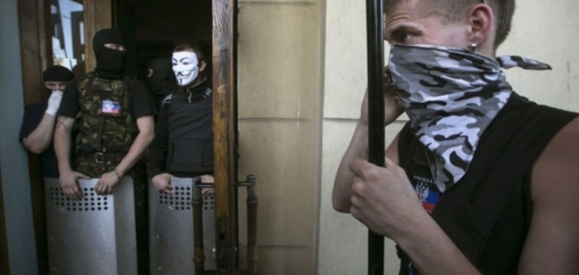 В эфире захваченного донецкого канала террористы крутят призывы 'выстоять'. Фотофакт