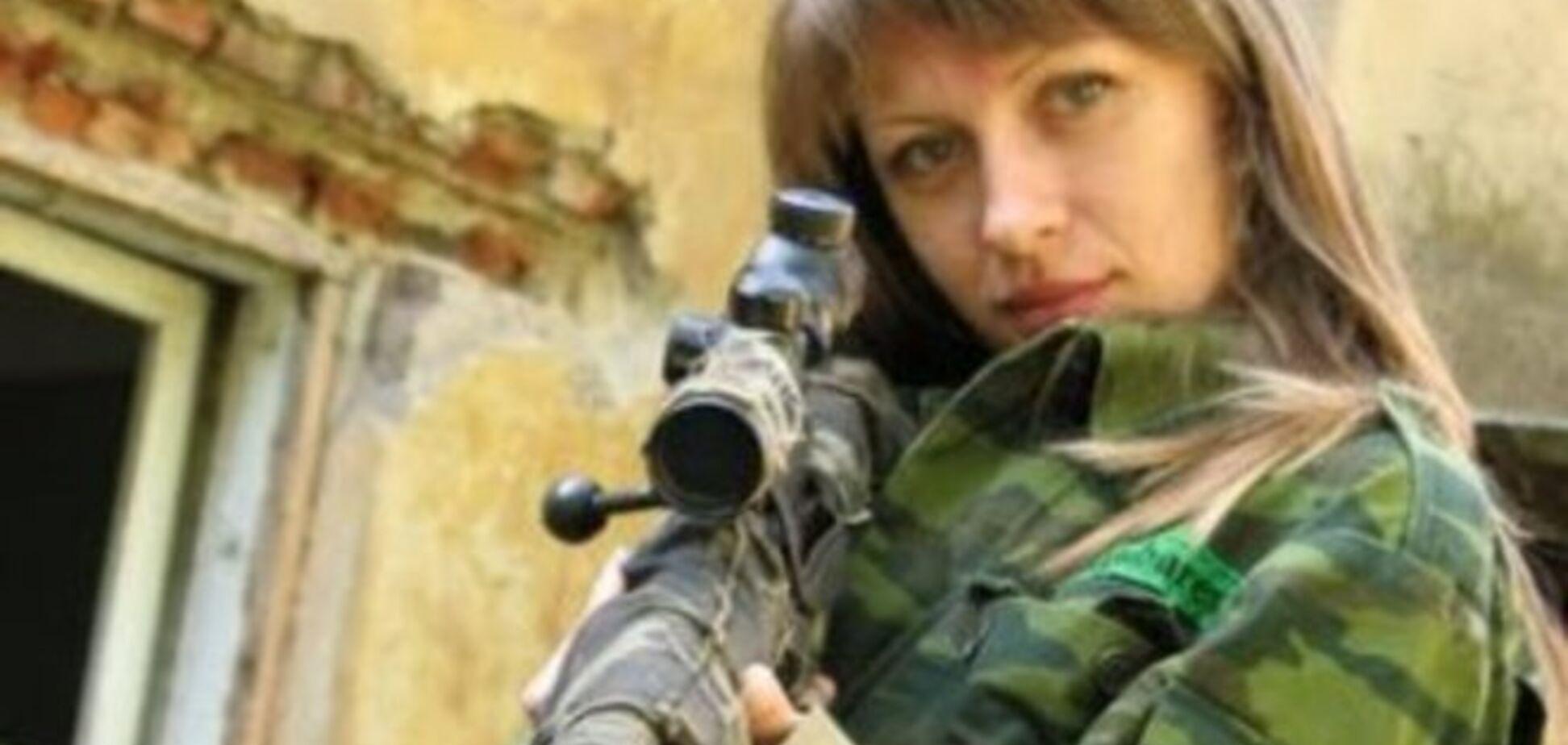 Дружина губернатора-самозванця показала фото в бікіні і зі зброєю