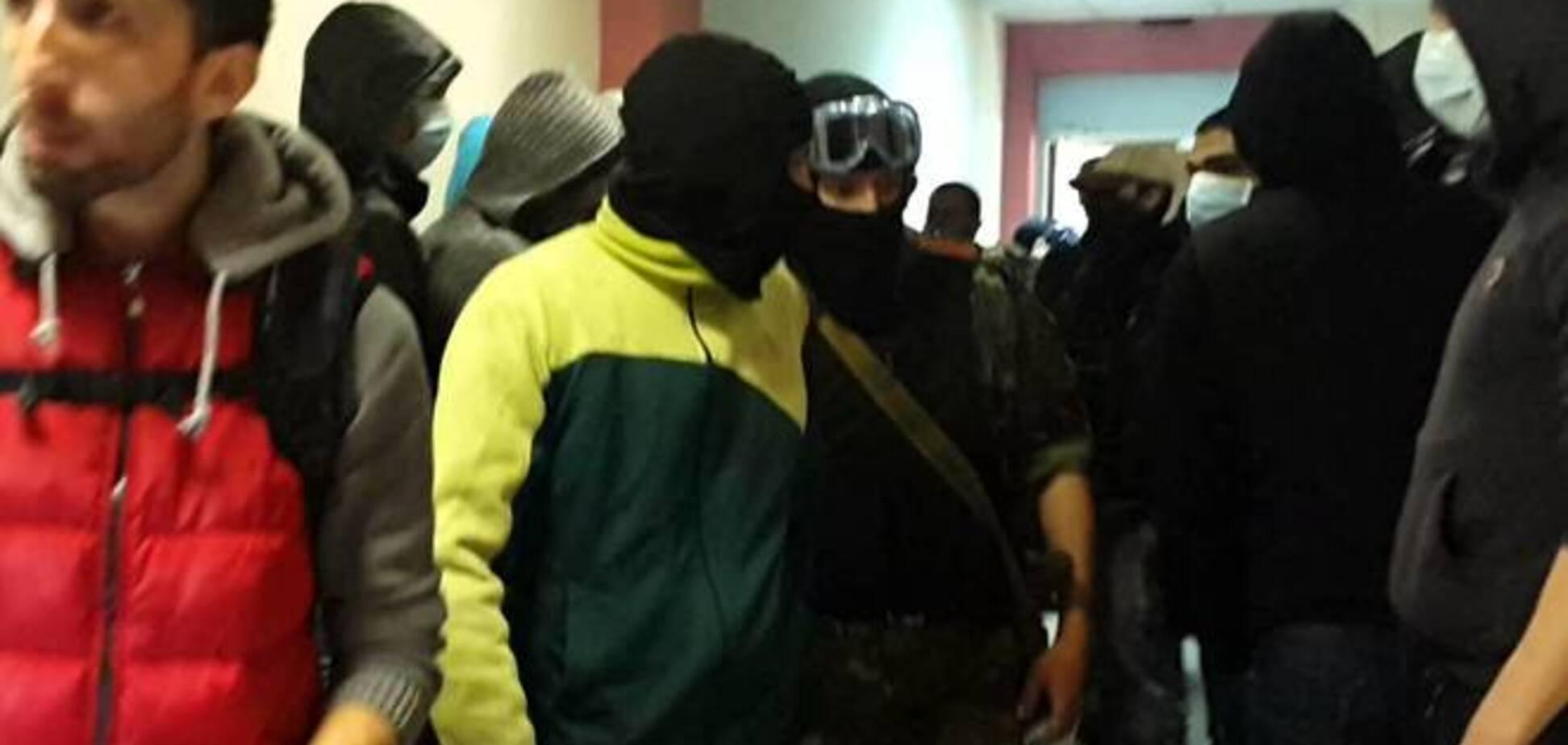 'Грифон' утихомирил 'молодчиков', которые ворвались в Окружной админсуд Киева