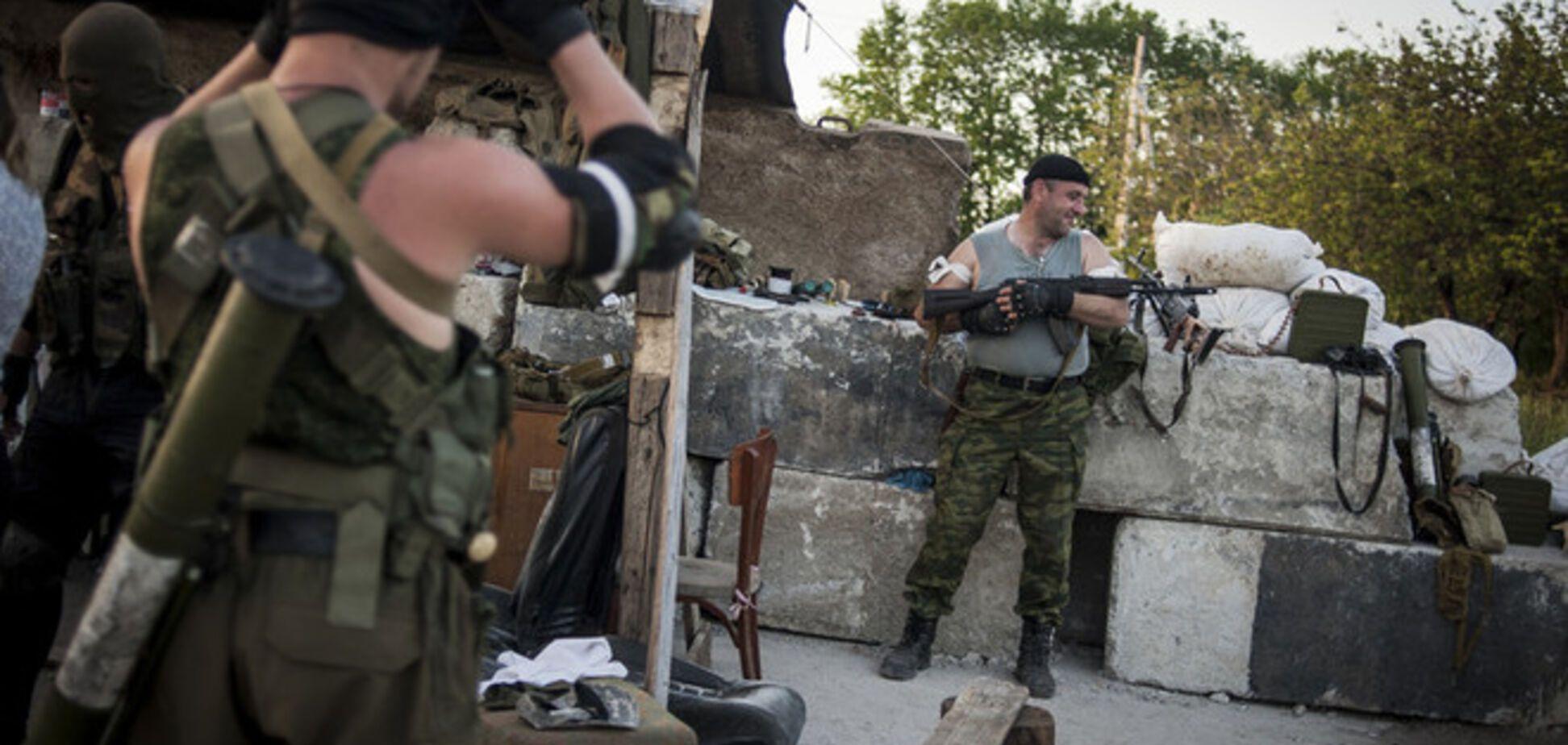 У Слов'янську терористи запасаються протигазами і ящиками з невідомою речовиною