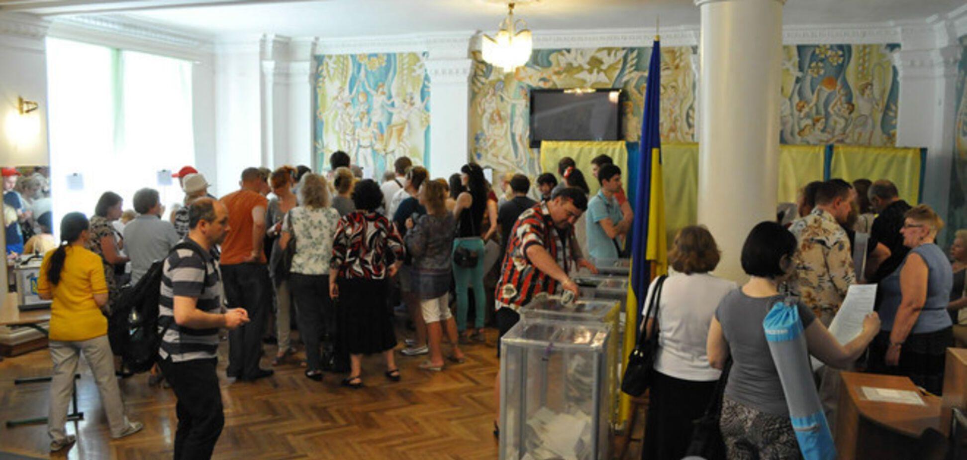 Выборы в Киеве. Столпотворения на участках и избиратели в вышиванках