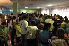 Аншлаг на виборчій дільниці в Києві: голосування закінчилося після 22:00