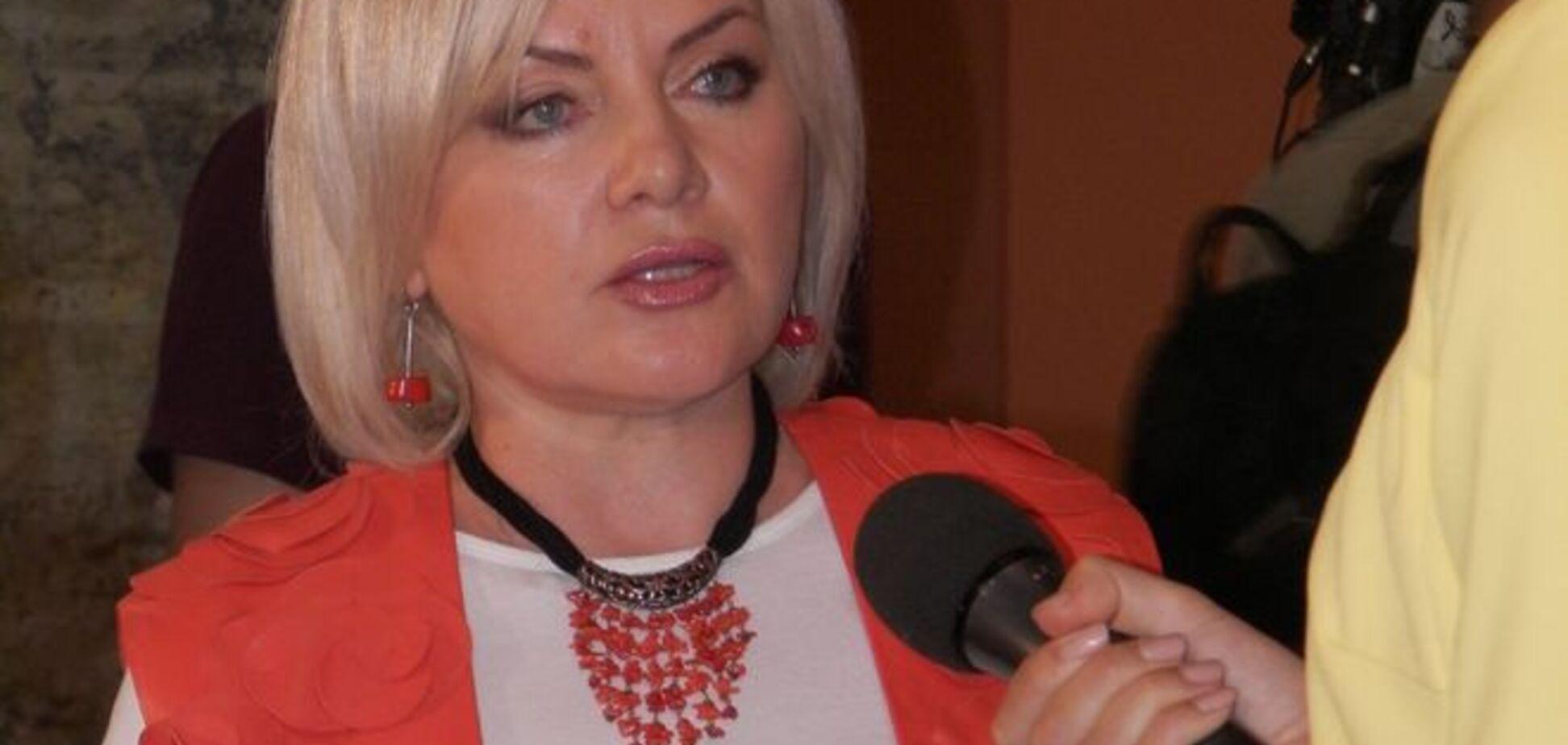 Кума Порошенко прийшла на вибори в кольорах його агіткампанії