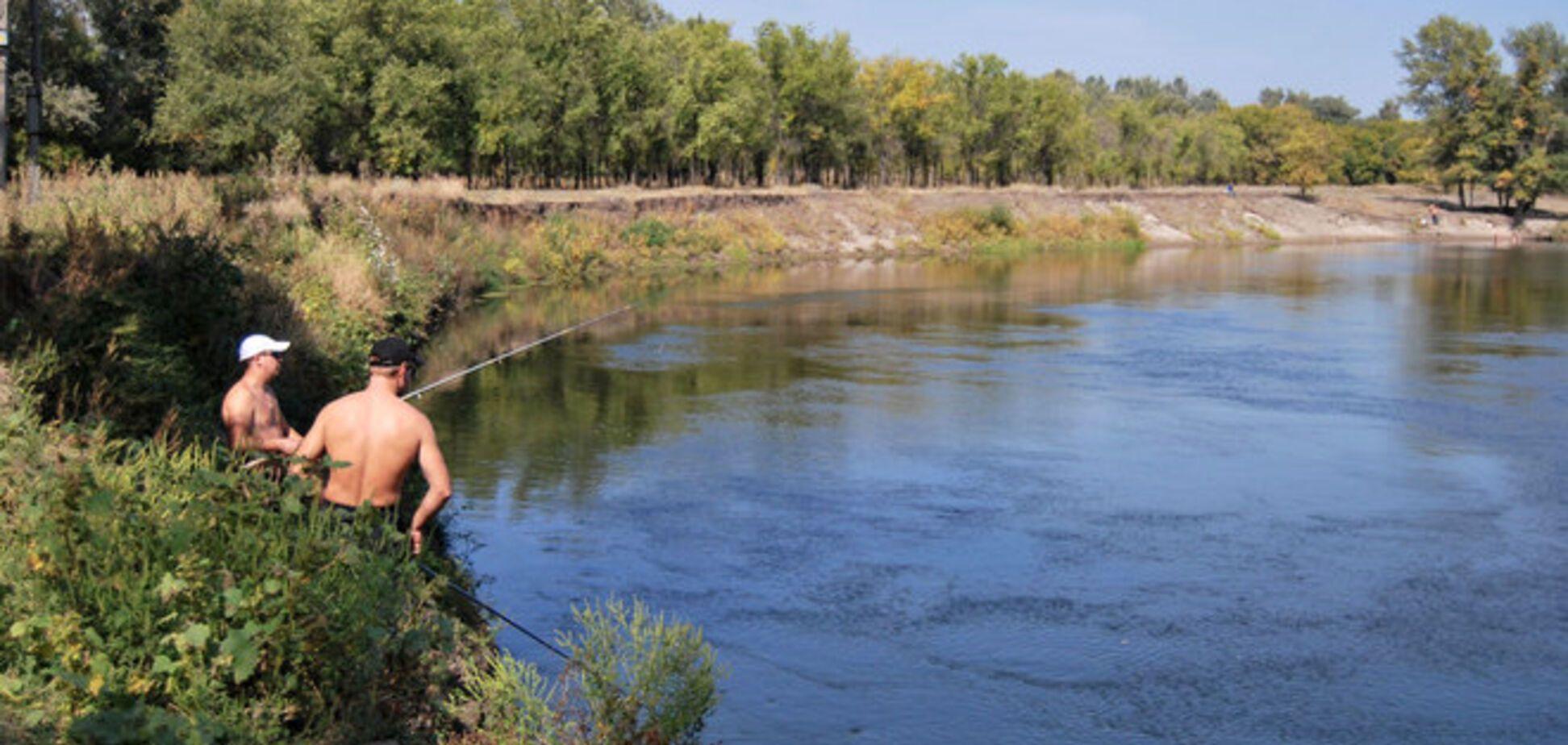 На Луганщине люди в масках обстреляли двух рыболовов