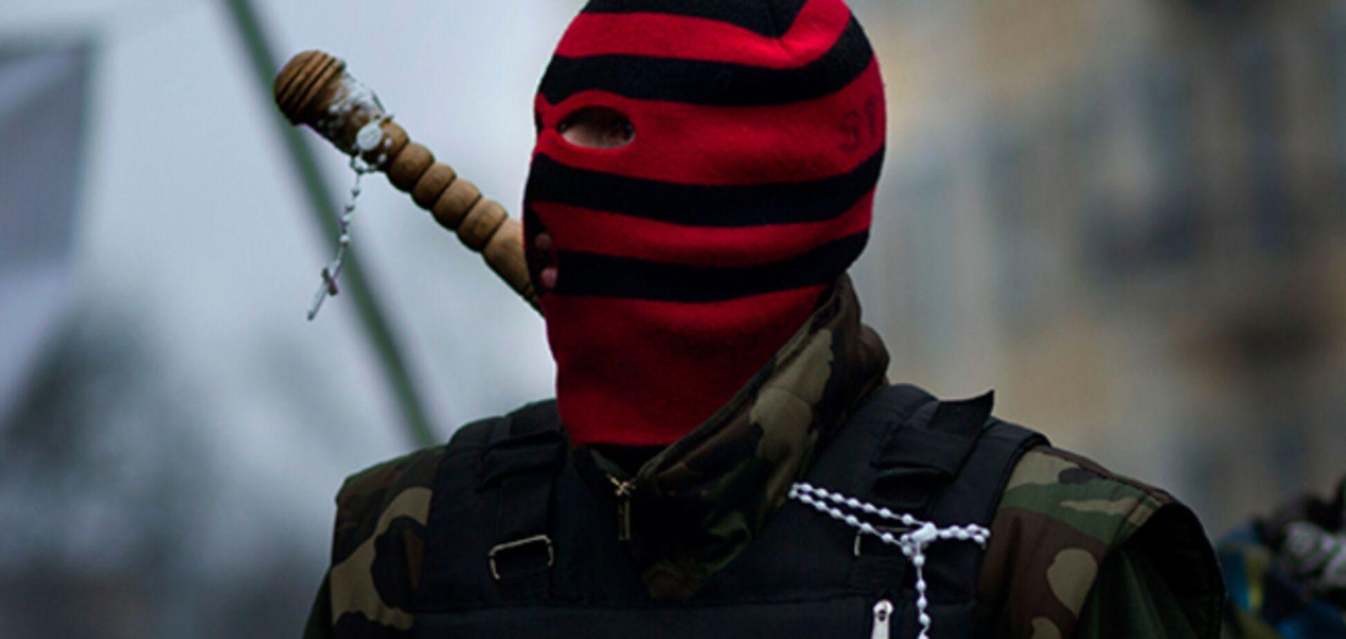 У Донецьку терористи роздають зброю населенню