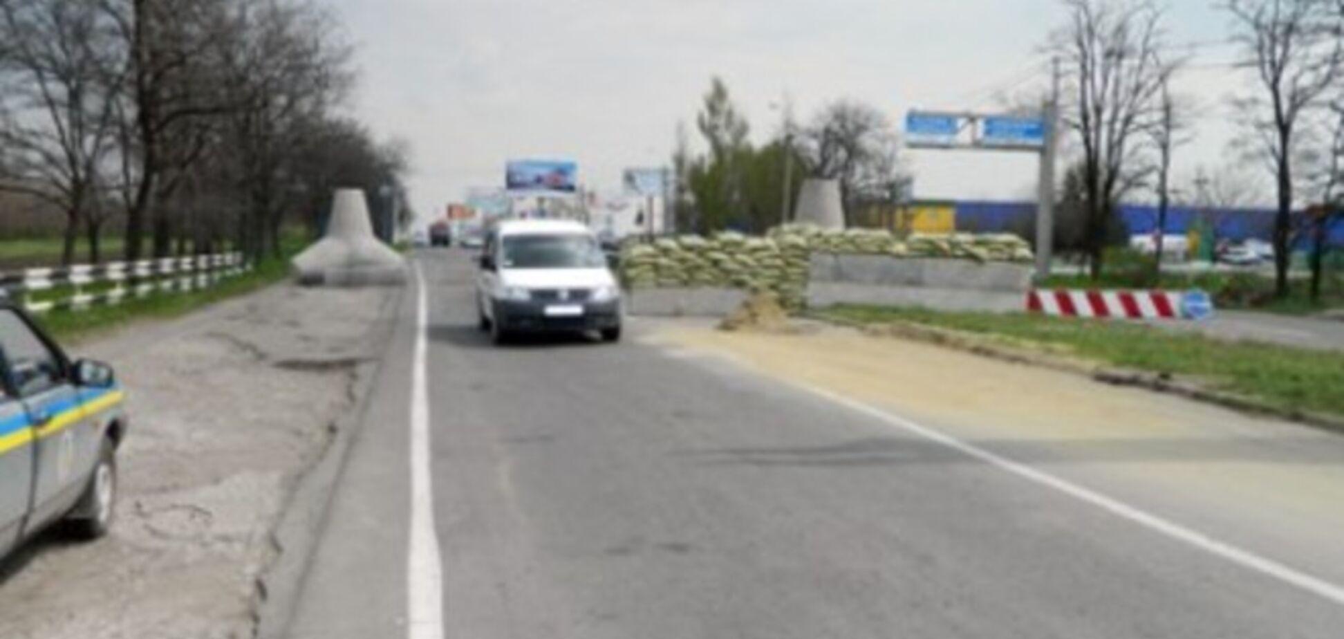 В Мариуполе силовики усиливают блокпост на выезде из города