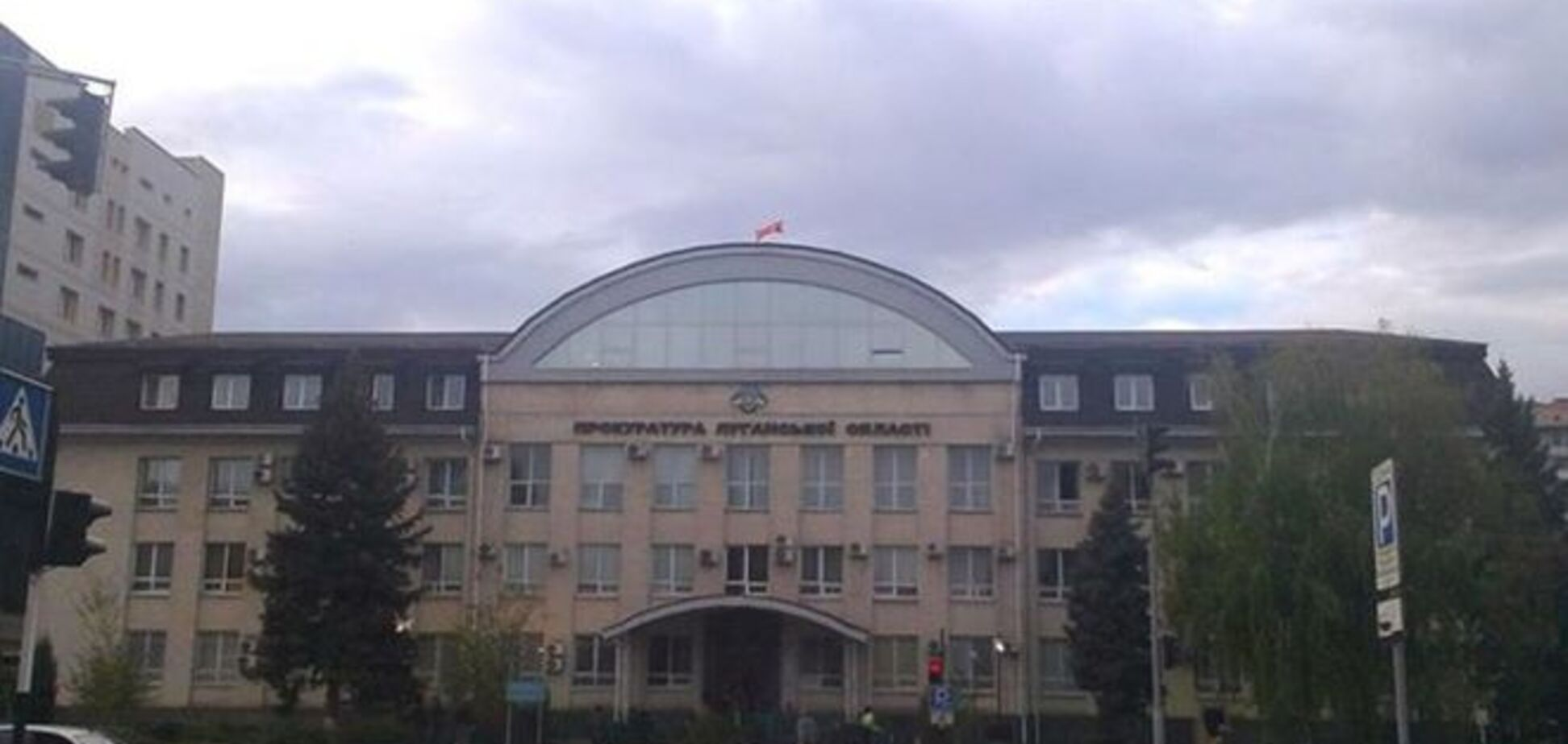 Збройні терористи знову захопили будівлю прокуратури Луганської області