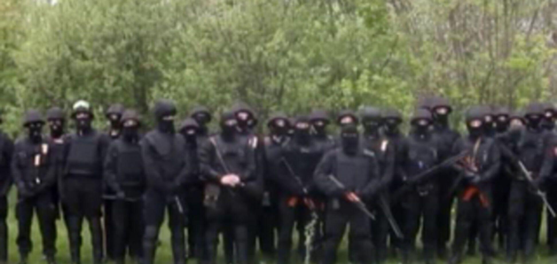 Мариуполь освободили 'черные человечки' и пленили министра обороны так называемой ДНР