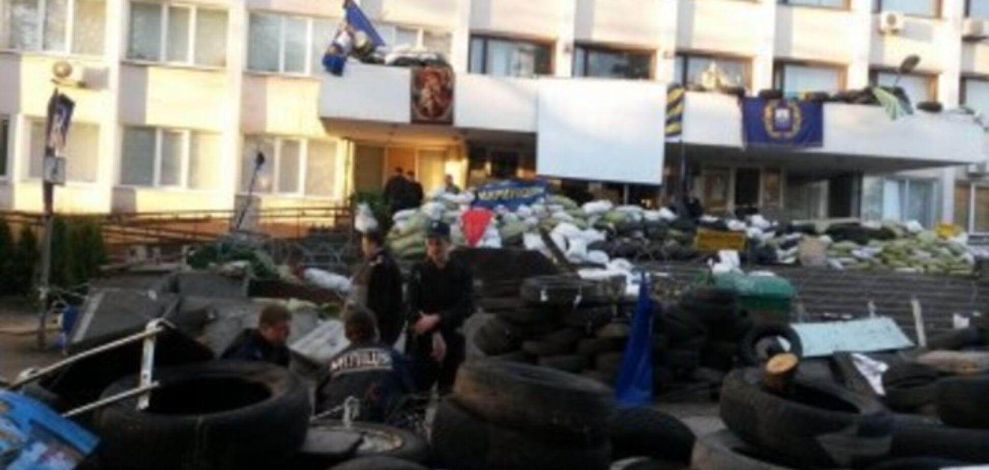 Посібники терористів спробували увійти до будівлі Маріупольської міськради і отруїлися газом