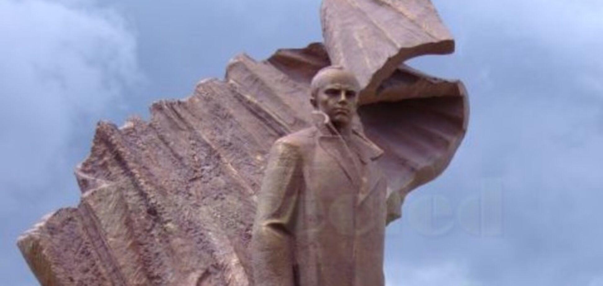 У Тернополі облили зеленкою пам'ятник Бандері