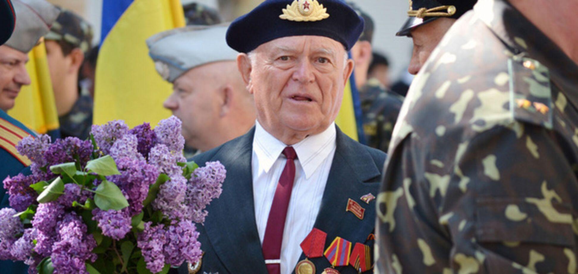 В Николаеве День Победы начался с задержаний: 'митингующие' принесли с собой ломик и кухонный топорик