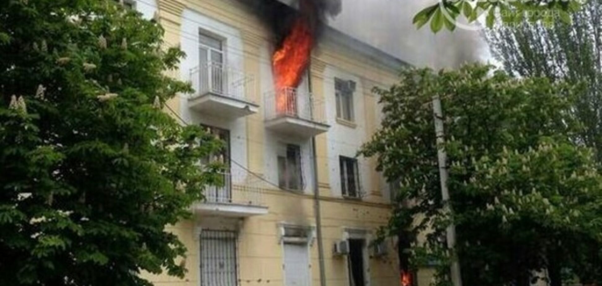 В Мариуполе дотла сгорело здание милиции