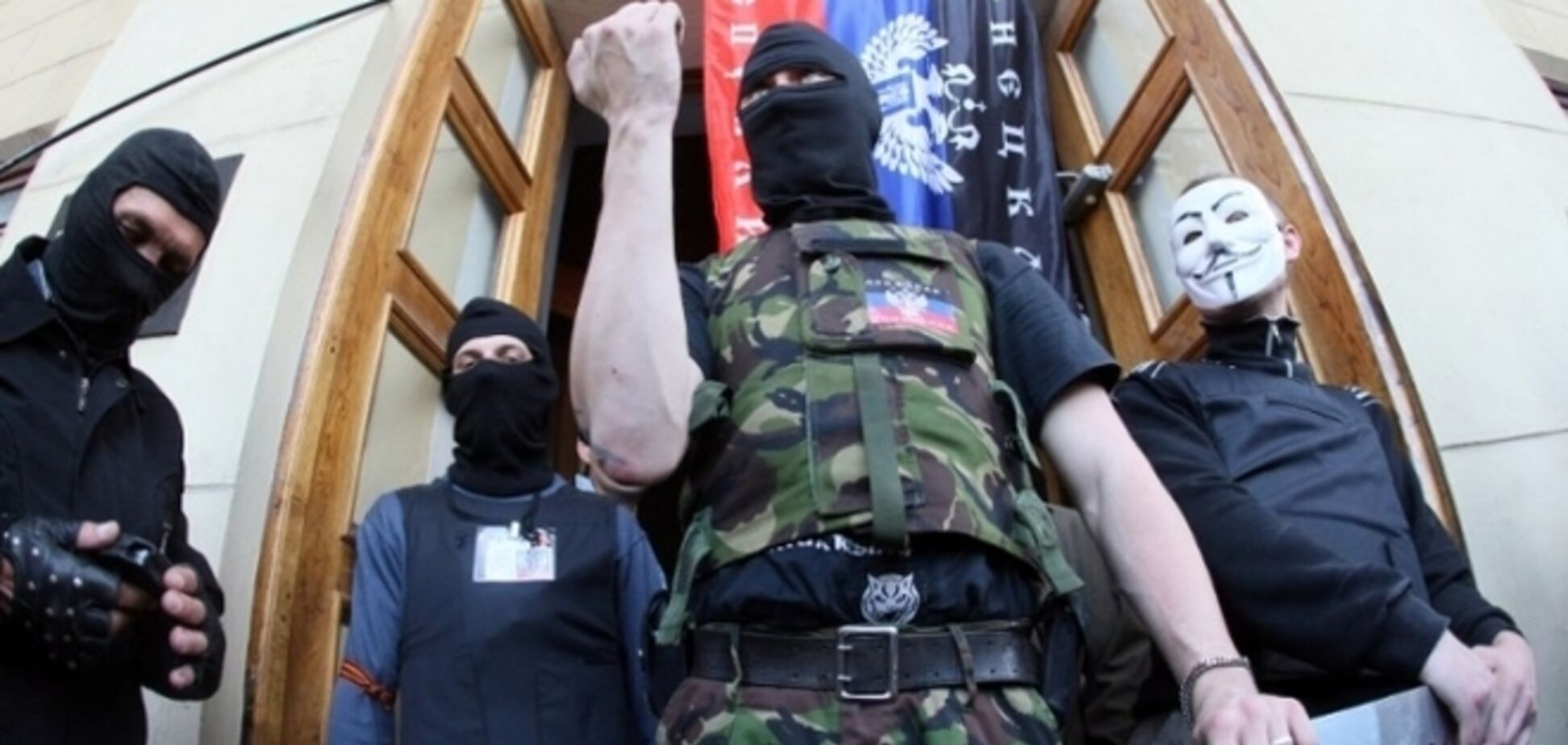 В Донецке вооруженные люди в масках напали на дежурную часть колонии
