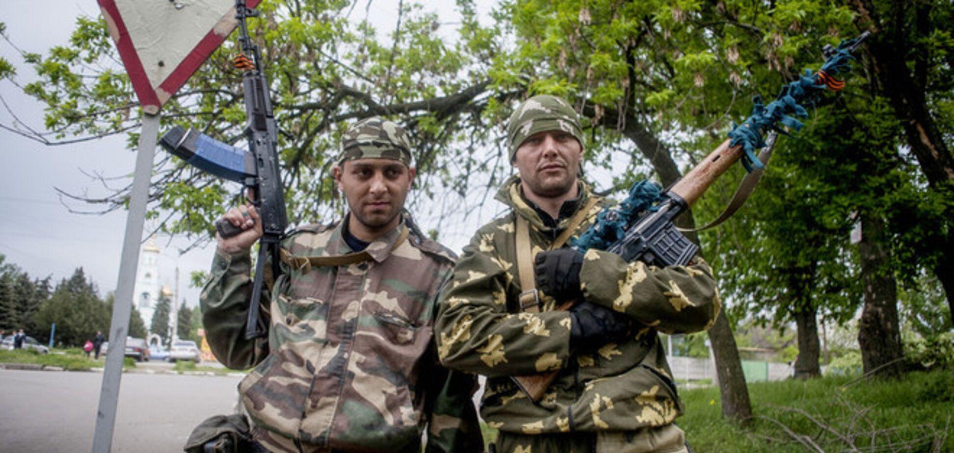 Террористы искали 'Правый сектор' в аэропорту Северодонецка, а похитили десять автомобилей