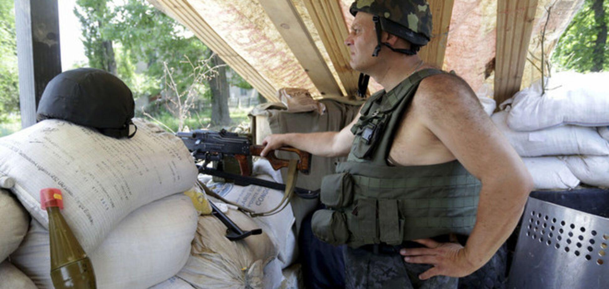 В Луганске террористы окружили военное общежитие