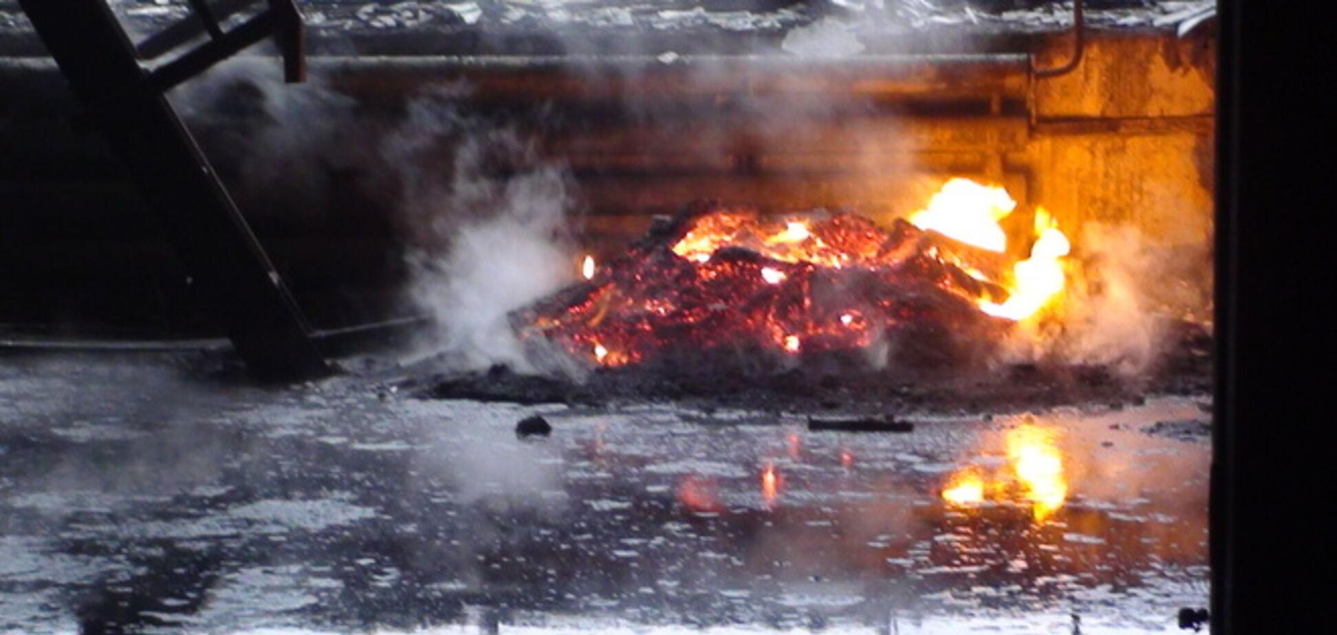 В Славянске после артобстрела вспыхнул цех завода