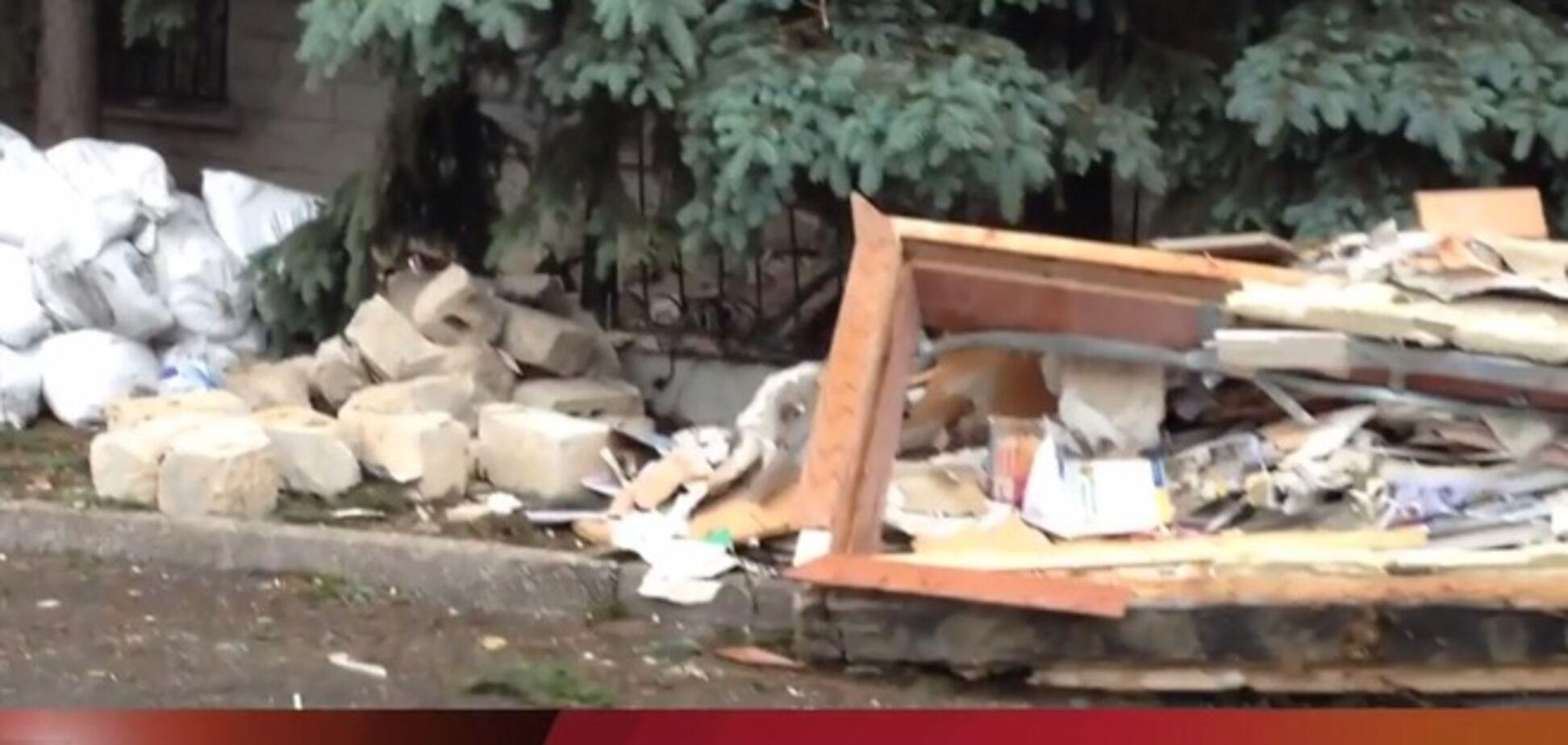 В Торезе террористы взорвали здание СБУ
