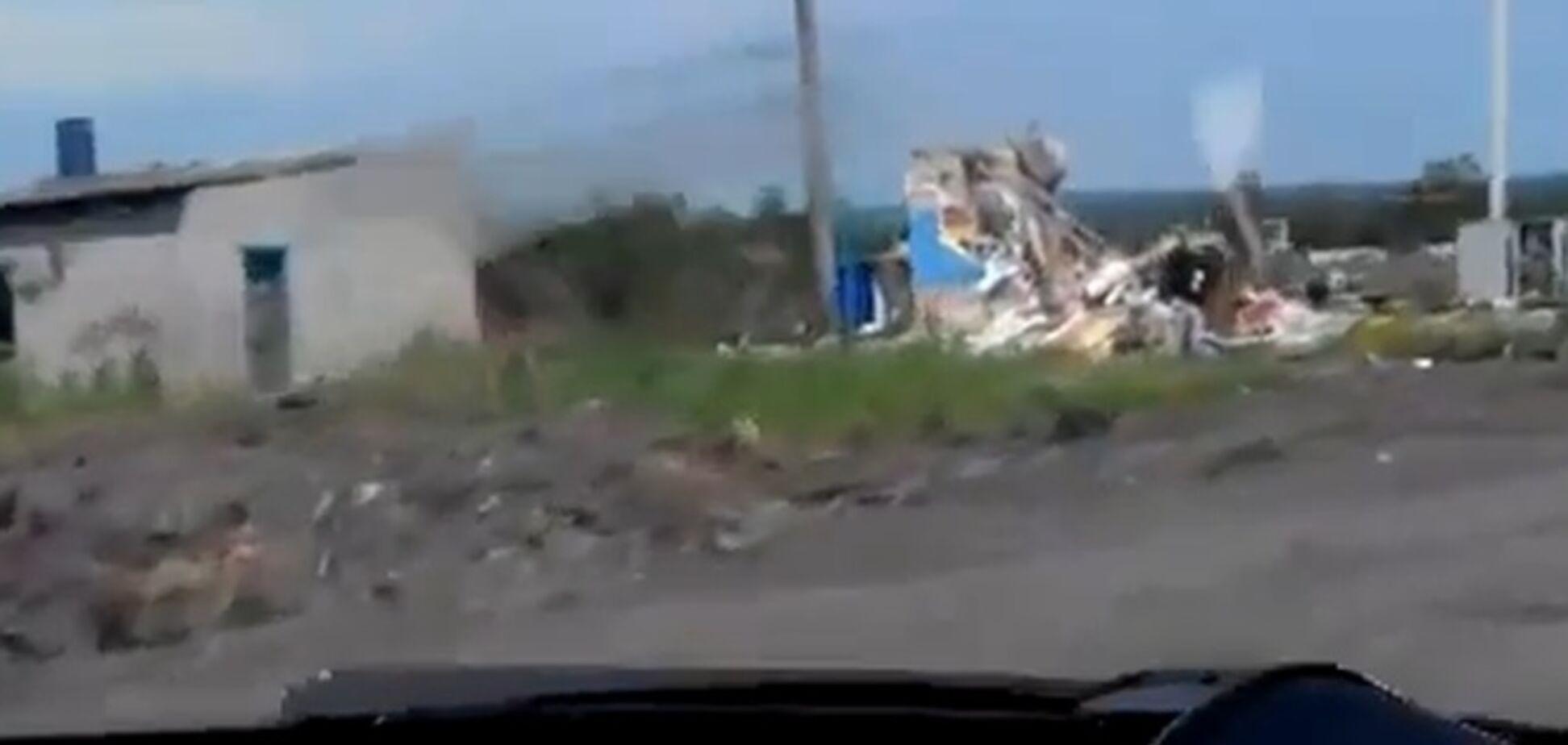 Поселок под Славянском после боев: разрушенные дома и сгоревшие дотла авто