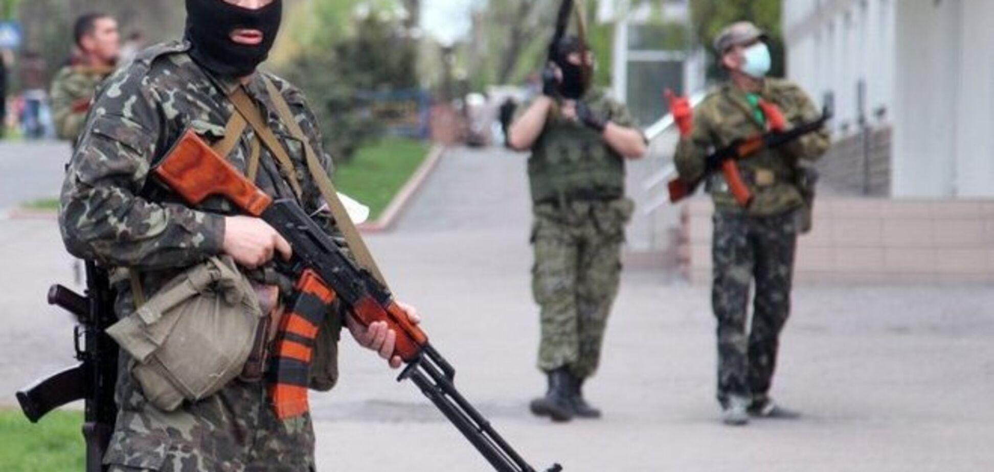 Террористы заняли здания Пенсионного фонда и спортивной школы в Снежном