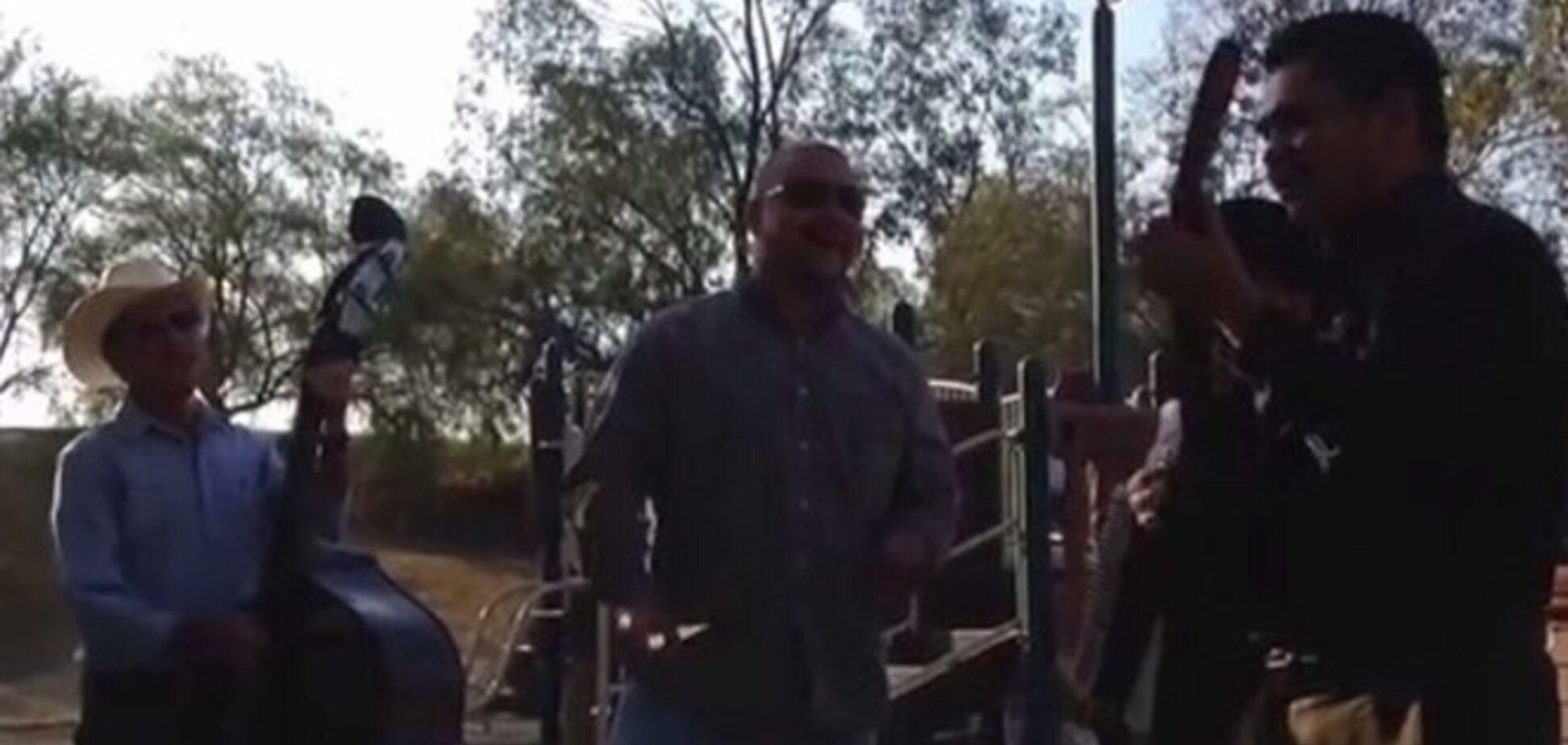 Мексиканский ансамбль спел хит 'Путин - х**ло'. Видеофакт