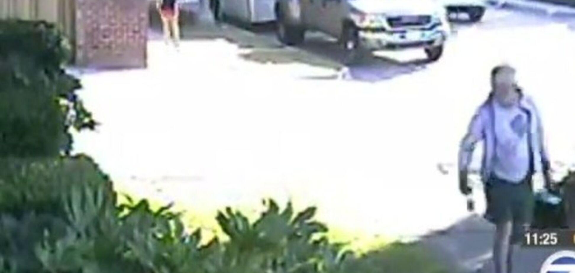 Мэр калифорнийского городка подбросил соседу собачьи экскременты. Видеофакт