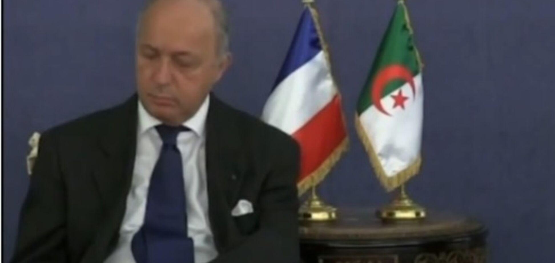 Французский министр уснул во время переговоров