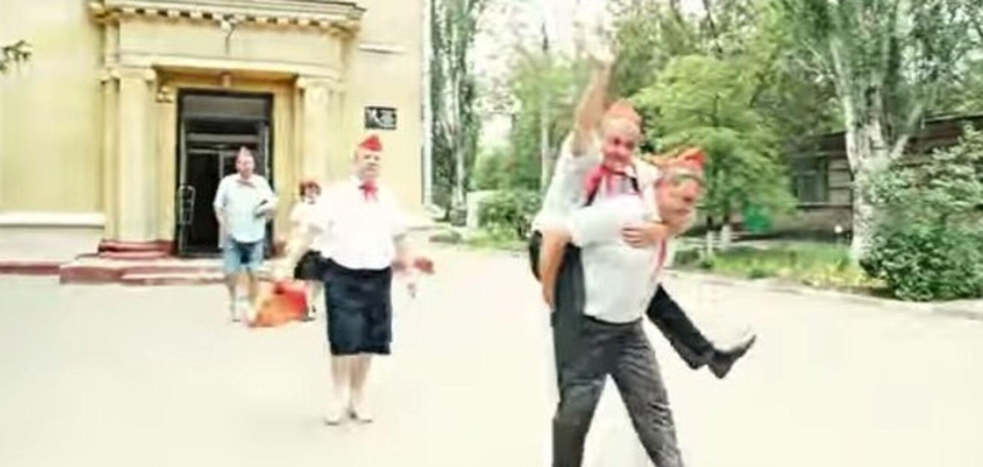 Набирает популярность родительский видеосюрприз для выпускников из Запорожья