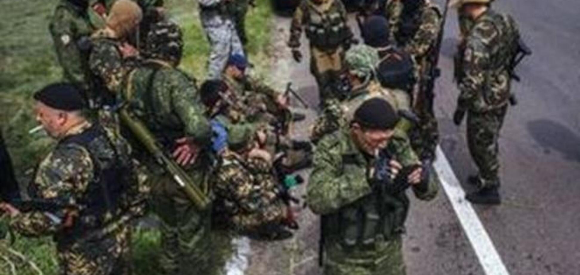 В Торезе на КамАЗ и танки 'ДНР' напали неизвестные. Идет бой