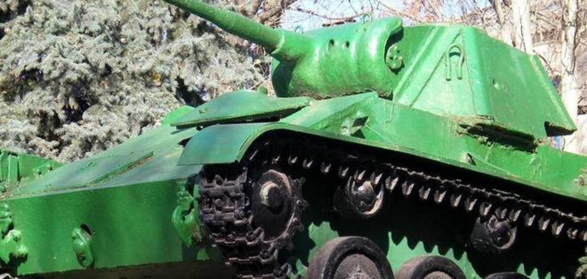 Терористи на Донеччині вкрали танк-пам'ятник і вирішили на ньому покататися