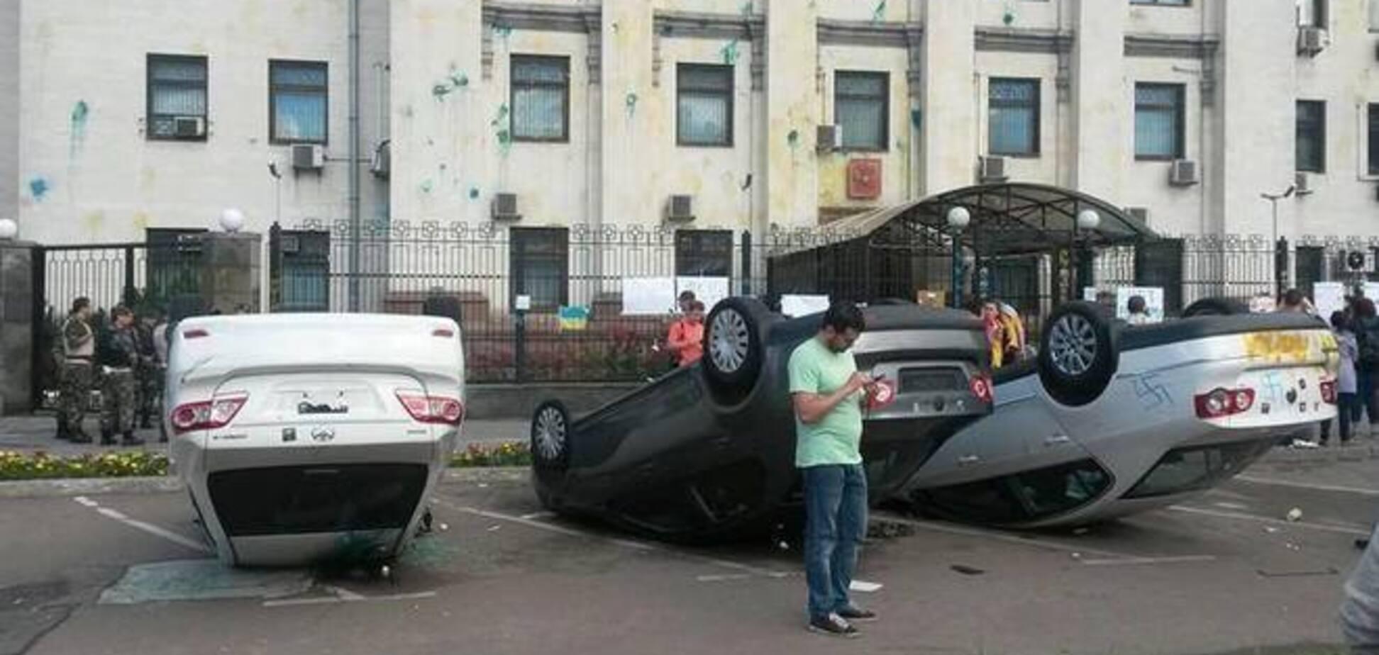 Міліція відкрила справу за фактом заворушень у російського посольства в Києві