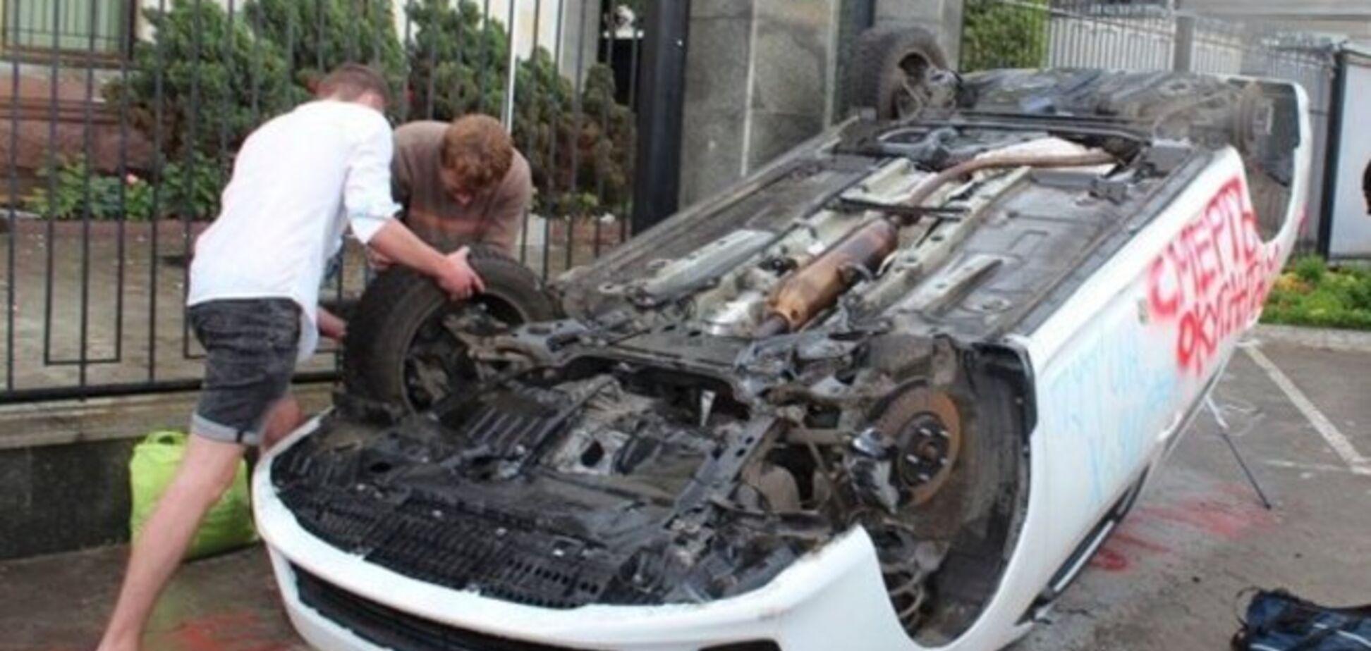 Беспорядки у посольства РФ в Киеве обеспокоили МИД Беларуси