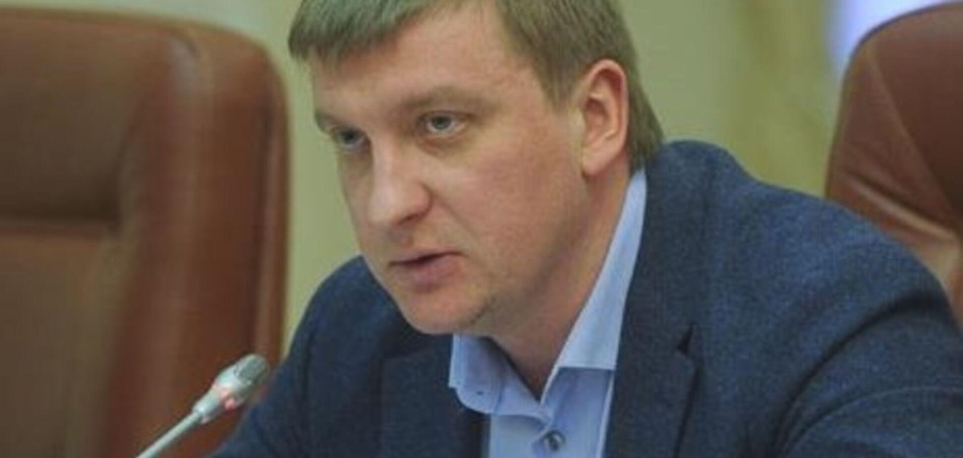 Главу Минюста подловили на покупке черной икры за 7,5 тыс. грн