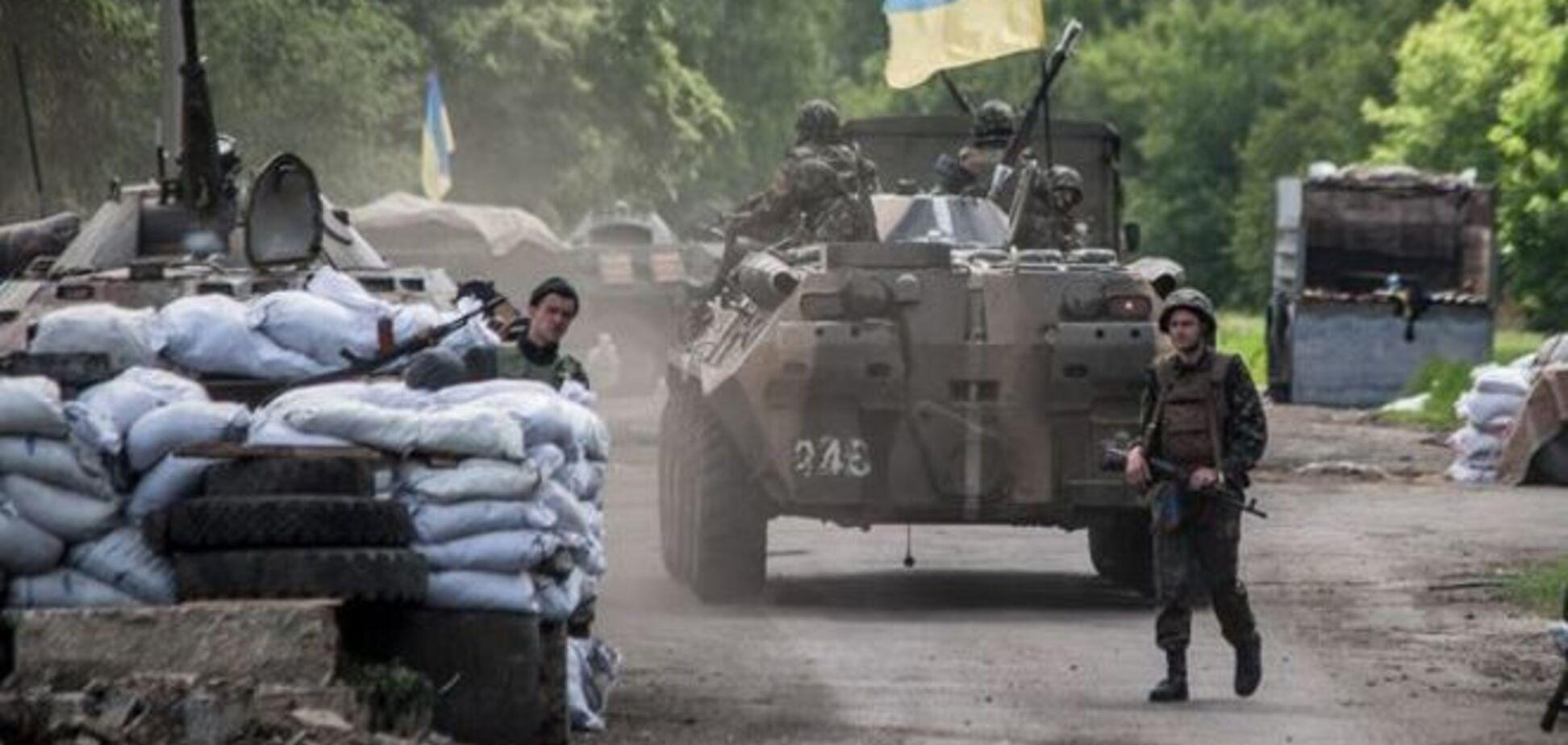 Тревожная ночь в зоне АТО: террористы взорвали боеприпасы и обстреляли блокпосты