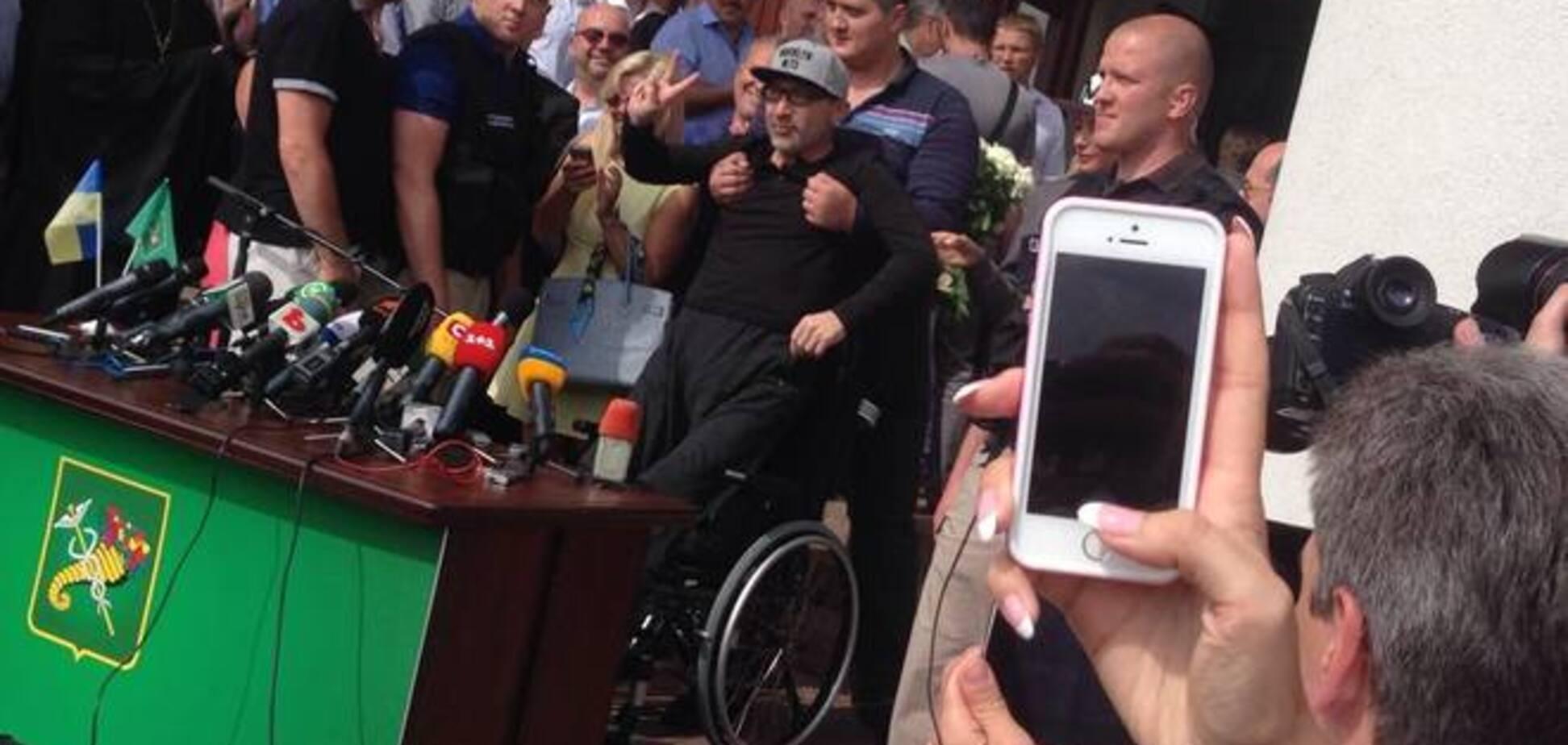 Кернес повернувся до Харкова в інвалідному візку