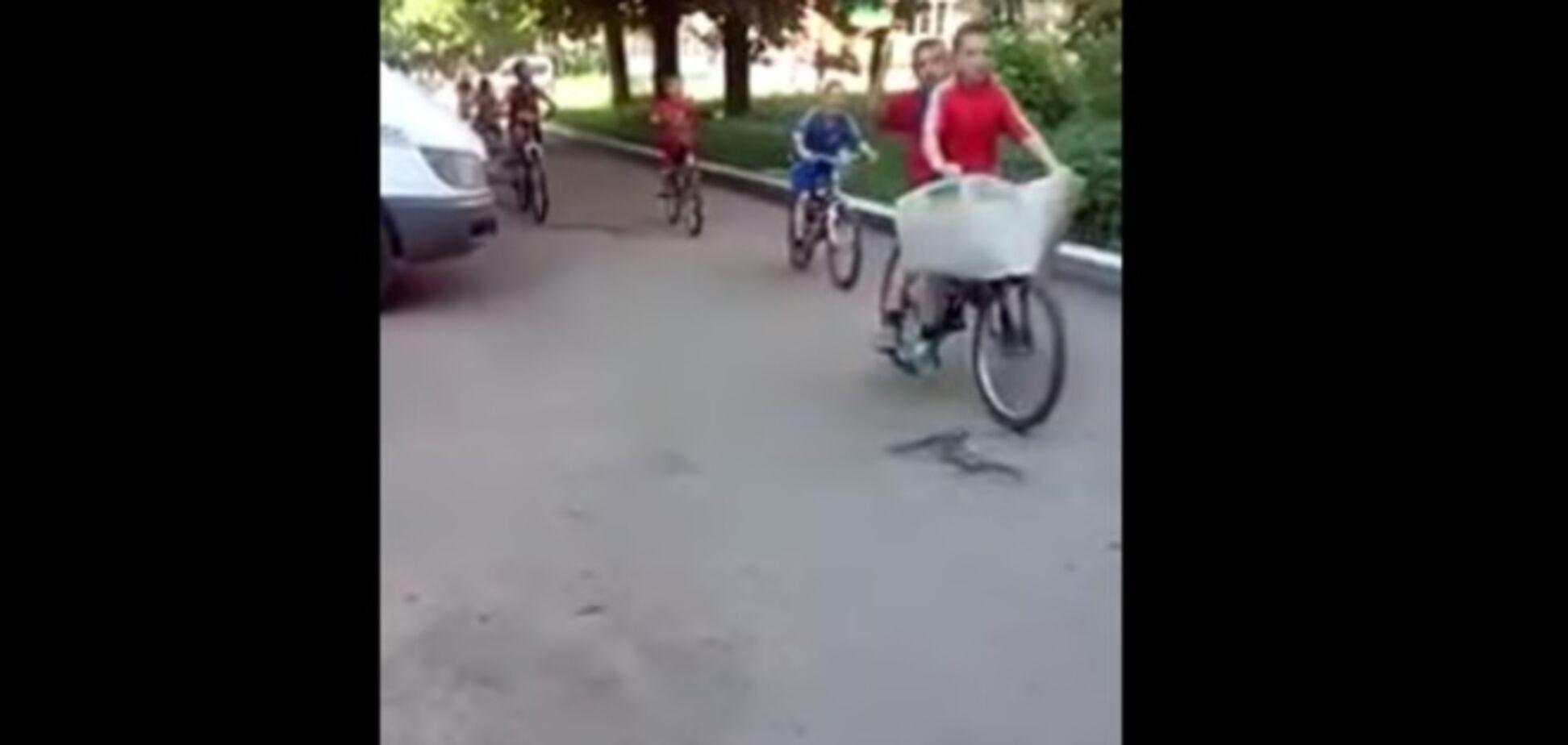 Детский Веломайдан: юные украинские патриоты пели: 'Путин – х**ло'. Видеофакт